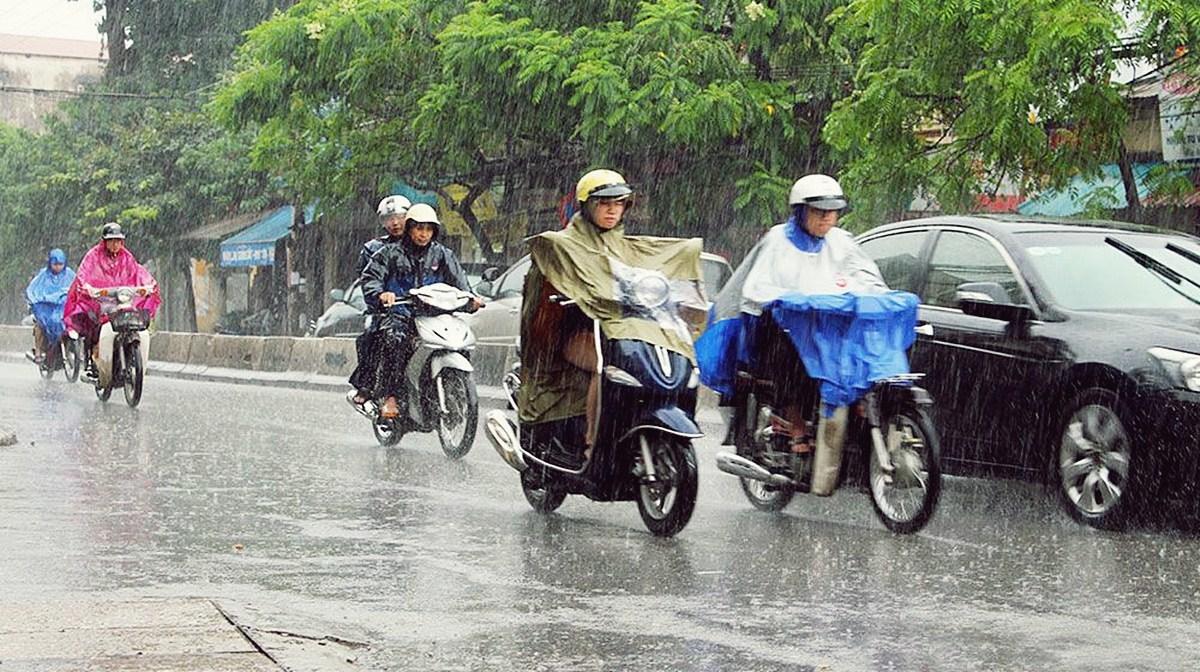 đi xe máy trời mưa